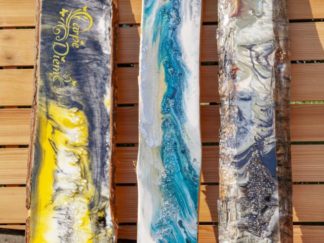 Farbenspiel mit Resin Kunstharz - Holzbohlen